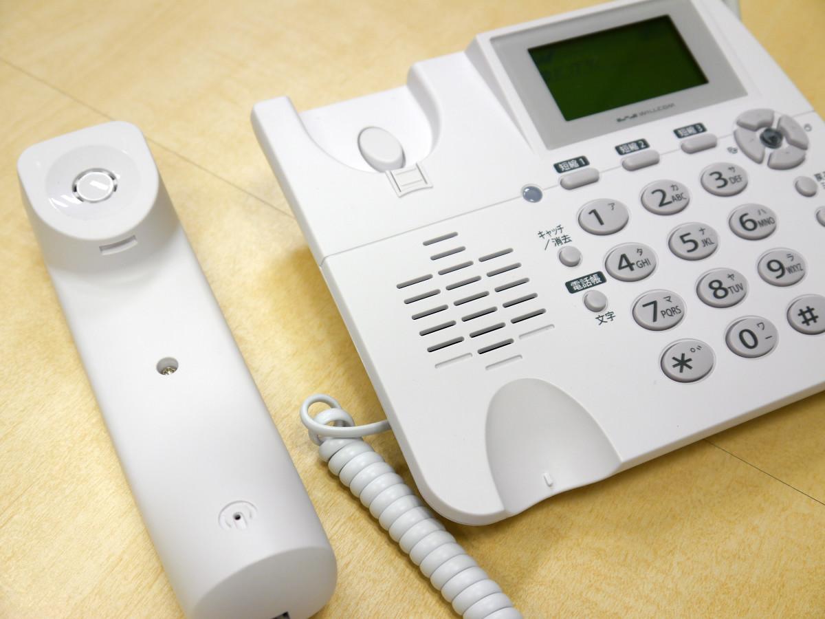 スマートフォンの利用は増えているがまだまだ、必要な場面が多い固定電話